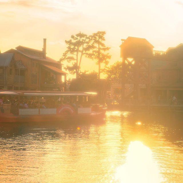 sunset voyage輝く夕日に包まれて#disneyseatransitsteamerline #tokyodisneysea #tokyodisneyresort... 이미지