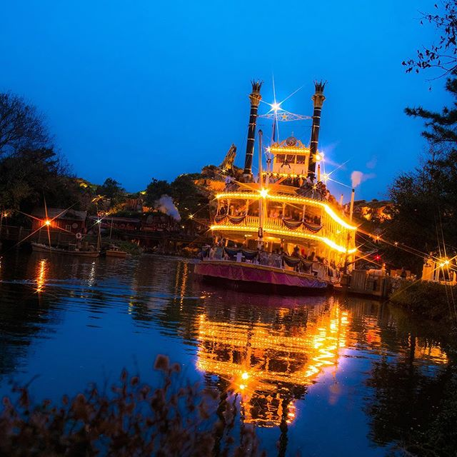 image of What's your favorite attracion at night?ロマンチックなクルージングができそう♡ #marktwainriverboat...