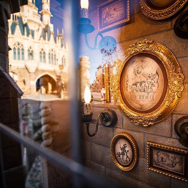 Another treasure in the window.窓に宝物見つけた!#kingdomtreasures #fantasyland #tokyodisneyland...のイメージ
