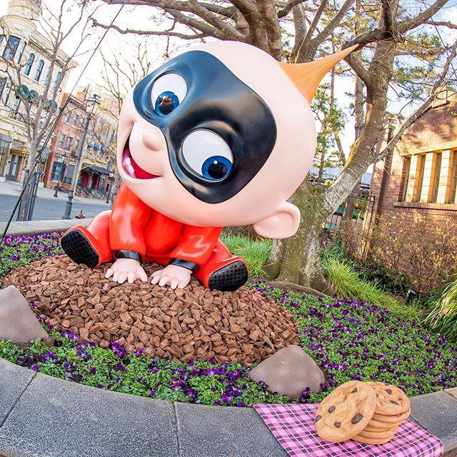 num-num cookies!だーい好きなものを発見!!#pixarplaytime #americanwaterfront #tokyodisneysea...のイメージ