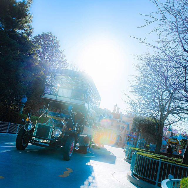image of Let's start a magical day!今日も素敵な笑顔に出会うため出発!#omnibus #toontown #tokyodisneyland...