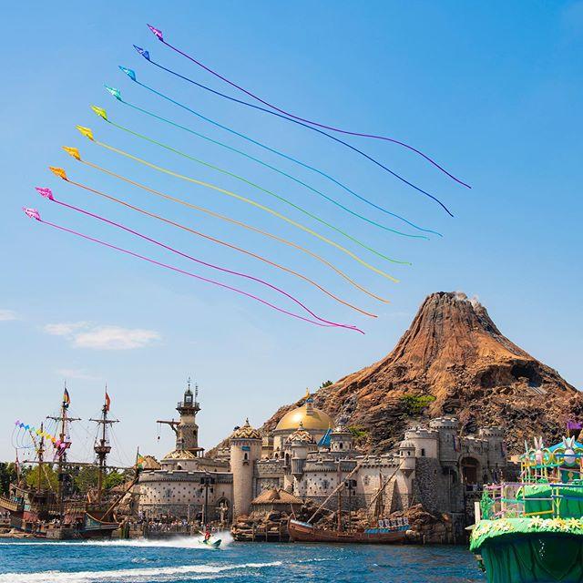 image of Look to the sky!華やかに✨#disneyseaster #tiptopeaster #mediterraneanharbor #tokyodisneysea...