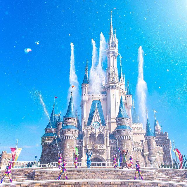 Let's splash!暑さが吹き飛びそうなスプラッシュ☆#judyandnicksjumpinsplash #cinderellacastle...的圖像