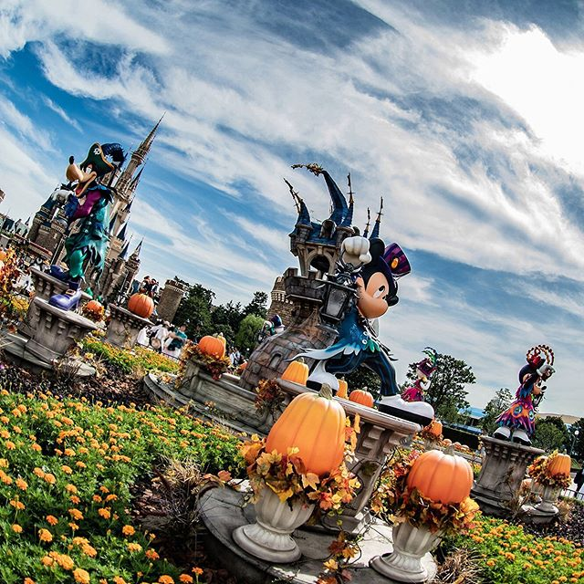 Welcome to the ghost version of Tokyo Disneyland!ゾクゾク、ワクワクがとまらない#disneyhalloween #plaza...のイメージ