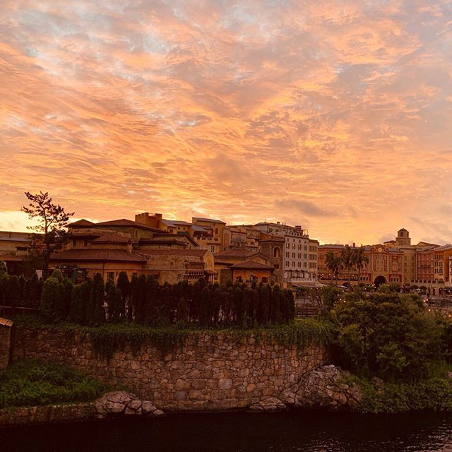 image of Halloween colored sky.空もハロウィーンカラー!#mediterraneanharbor #tokyodisneysea...