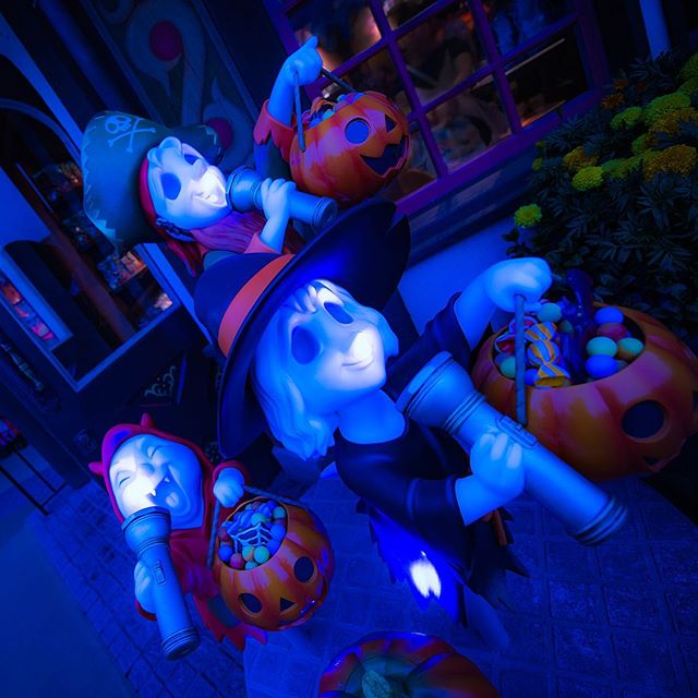 image of Trick or Treat!?もっとお菓子ちょーだいっ!#disneyhalloween #fantasyland #pleasureislandcandies...