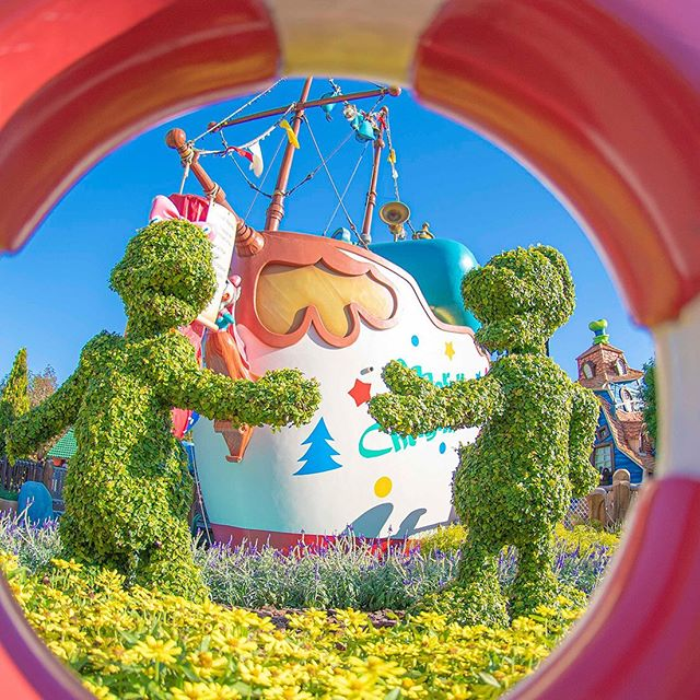 image of Double tap to connect the ducks.ダブルタップでラブラブ❤️#donaldsboat #toontown #tokyodisneyland...