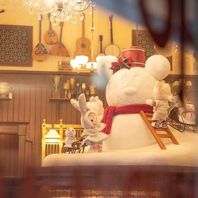 Snowman or snow mouse?だれの雪だるまをつくっているのかな?#gelatoni #stellalou #mcducksdepartmentstore...のイメージ