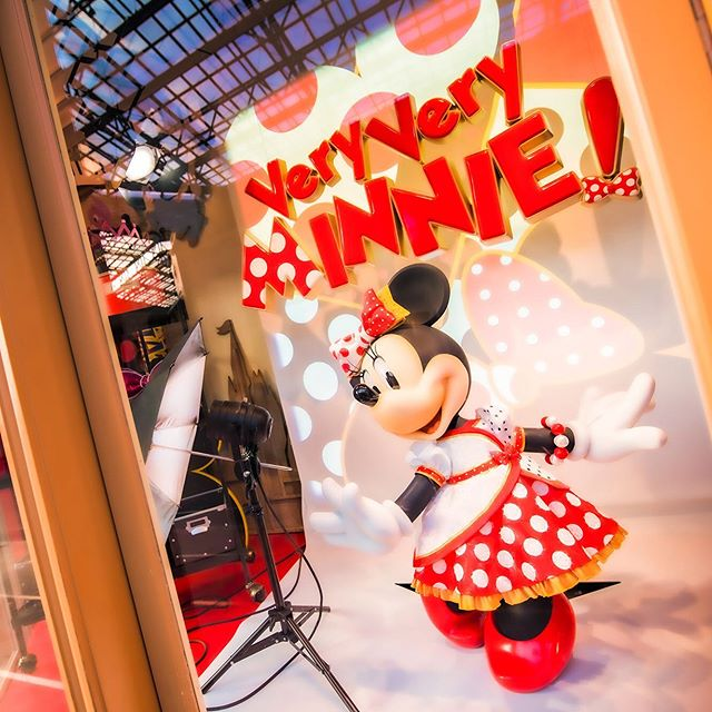 Dressed in her best new style.ミニーの魅力がたっぷり#veryveryminnie #grandemporium #worldbazaar...のイメージ