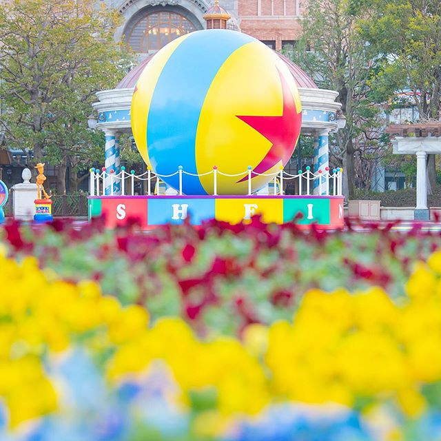 image of Find your favorite angle of the Pixar ball!ピクサー・ボールは、パークのあちこちに☆#pixarplaytime...