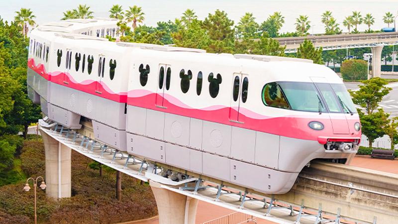 ディズニーリゾートラインでは、新型車両「リゾートライナー(Type C)」の2編成目となる、ピンクのモノレールが1月23日(土)よりいよいよ運行を開始します。のイメージ