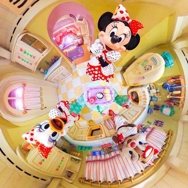 Cute and stylish girls!ときめきいっぱい#minnieshouse #toontown #tokyodisneyland...のイメージ