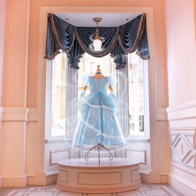 What a magical dress.誰もが夢見るプリンセス♡ #cinderella #bibbidibobbidiboutique #worldbazaar...的圖像