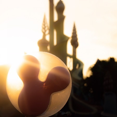 image of Kingdom's magical sunset.夕日に浮かぶシルエット#kingtritoncastle #mermaidlagoon #tokyodisneysea...