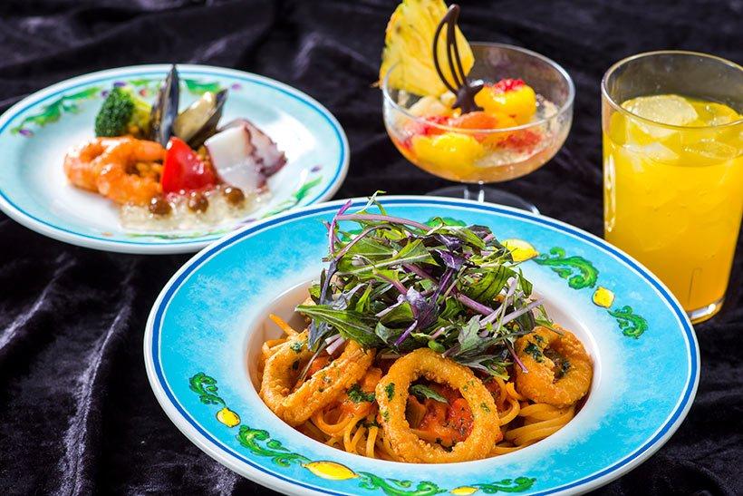 ジャック・スパロウをイメージしたスペシャルセットが「カフェ・ポルトフィーノ」に登場!前菜で伝説の船を、夏野菜のトマトソースとイカフリット、赤ミズナがのったリングイネでジャック...のイメージ