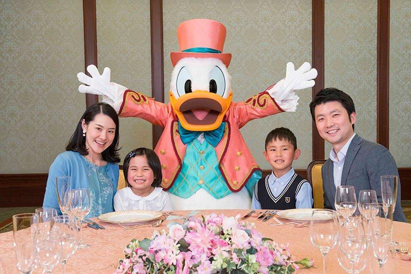 【ご予約受付中】8月16日(木)より、東京ディズニーランドホテルの「セレブレーションダイニング&グリーティングプラン」にドナルドのプランが新たに登場!あなたのお祝いにドナルド...のイメージ