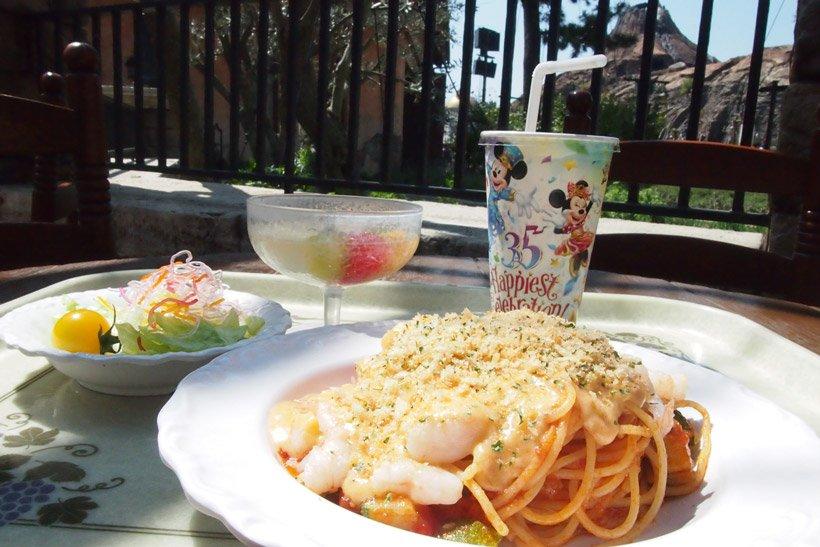 【ザンビーニ・ブラザーズ・リストランテでも美味しいフードで35周年をお祝い!】なめらかなトマトクリームソースのスパゲッティに、ぷりぷりの海老とズッキーニの食感がたまりません♪...のイメージ