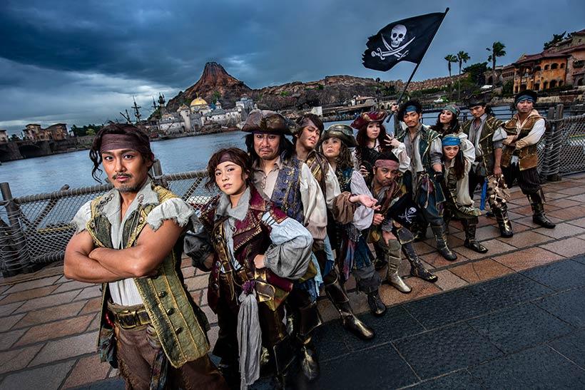 【みなさんは、彼らにもう出会いましたか?】東京ディズニーシーのメディテレーニアンハーバーで、自分たちの特技を披露している彼らの正体は!?>>...のイメージ