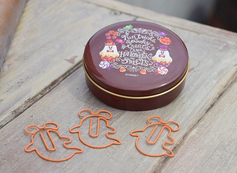 かわいいハロウィーンスウィーツがデザインされた缶の中に入っているのは、おばけ形のクリップいろいろなところで使いたくなっちゃいますね!...のイメージ