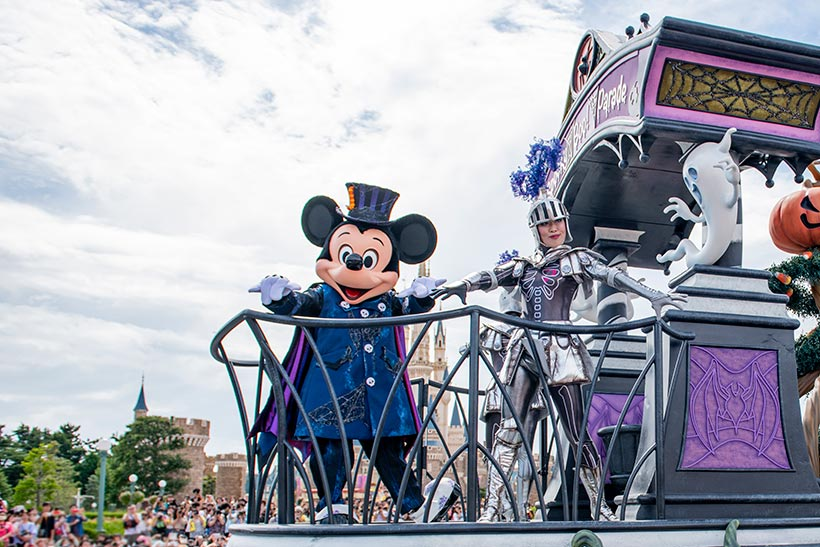 【ミッキーやミニーもゴーストに大変身!】東京ディズニーランドに初登場のパレード #スプーキーBooパレード...のイメージ