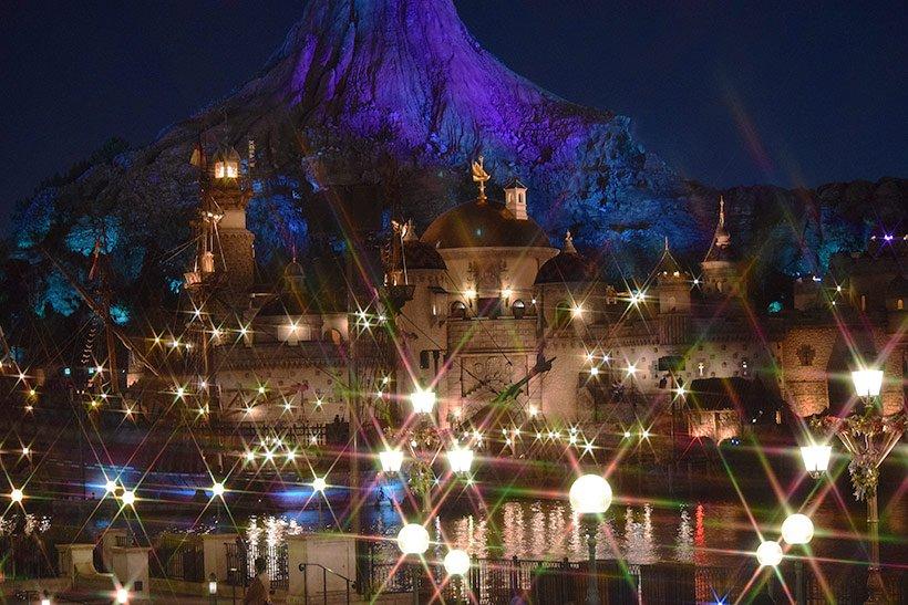 東京ディズニーシーのメディテレーニアンハーバー。いつもよりキラキラと輝いてみえるのはクリスマスの魔法でしょうか♪ https://t.co/JCObSDgJqz...のイメージ