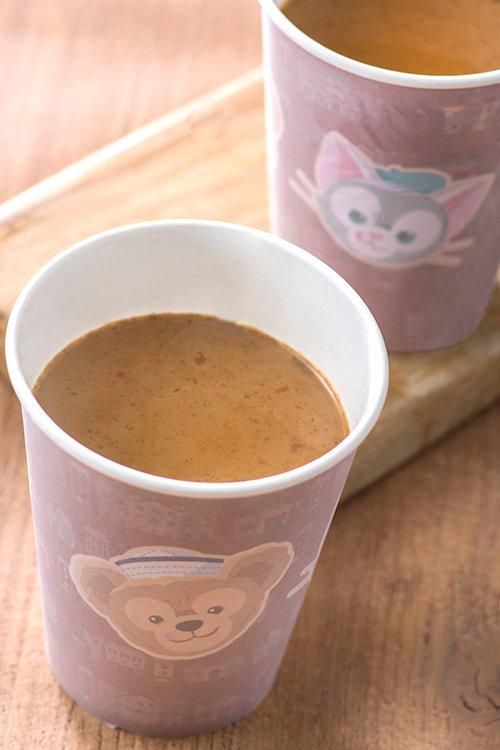 冬限定♪甘いキャラメル風味のホットドリンク。寒いこの季節にぴったり!体が温まります♪カップにデザインされたダッフィーたちも可愛いですね。...のイメージ