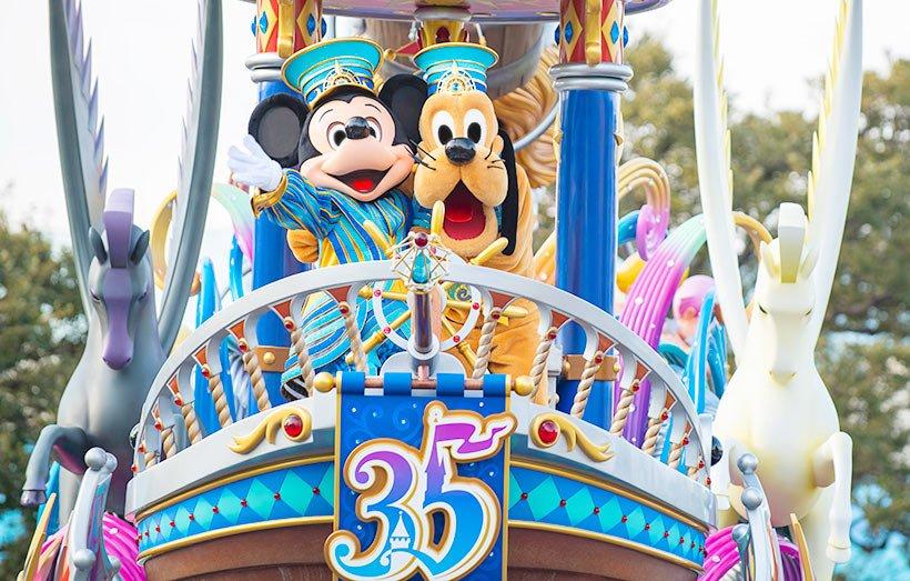 【ある日の一枚】ゲストのみなさんに会えてとってもうれしそうな二人♪#ドリーミングアップ は3月25日(月)までスペシャルバージョンで公演中。#東京ディズニーリゾート35周年...のイメージ