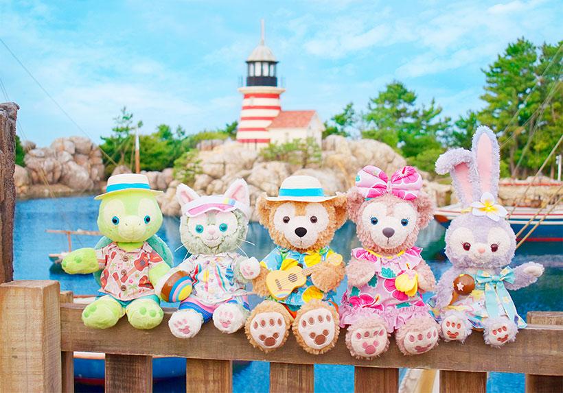 パイナップル柄のアロハシャツや、ハイビスカス柄のワンピースは夏らしさいっぱい! 夏のビーチで、心はずむ楽しい演奏会の始まりです♪...のイメージ