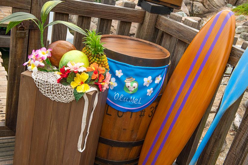 ケープコッドの桟橋には、カラフルなお花やフルーツ、サーフボードと一緒に、オル・メルを歓迎するポスターも飾られているんですよ♪ https://t.co/JTrL9dNNIf...のイメージ