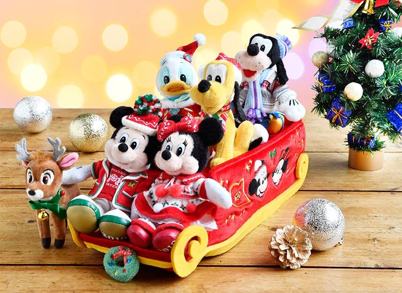 ソリのかたちのティッシュボックスカバーに、ぬいぐるみバッジのミッキーやディズニーの仲間たちを乗せたら今にも動き出してしまいそう♪ぜひご自宅でもクリスマス気分を楽しんでください...のイメージ