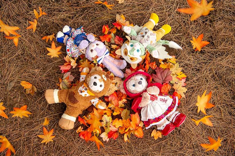 秋の森をぼうけん中♪みんなで寝転がってお空を見ていると、きもちいいね。 https://t.co/FglOQZA0JX #ダッフィーたちの秋のぼうけん...的图像