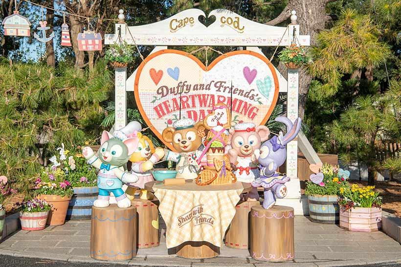 gambar 東京ディズニーシーでは、ダッフィー&フレンズの心あたたまるプログラム「ダッフィー&フレンズのハートウォーミング・デイズ」を開催中!クッキー・アンのワクワクするアイデアで、ダッ...