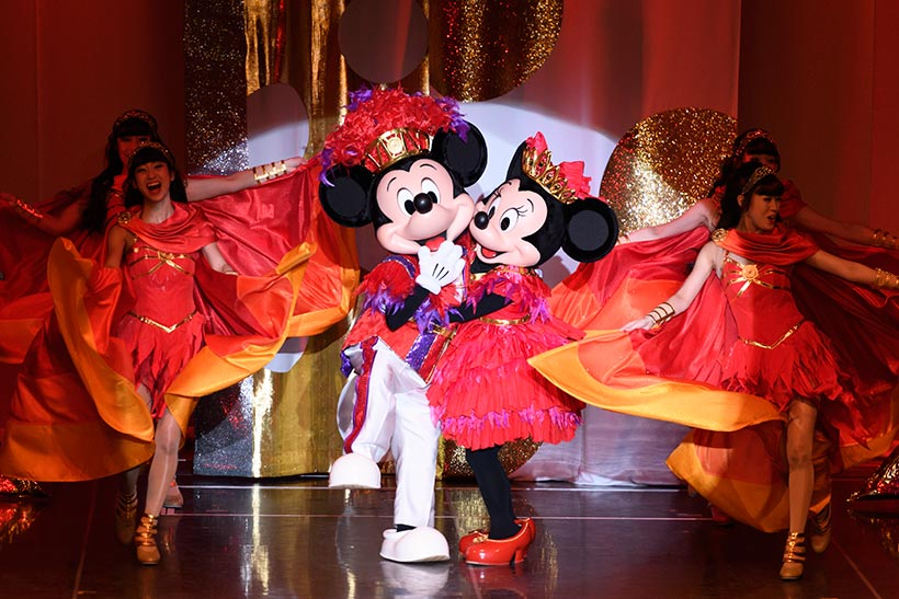 【今日はバレンタイン・・・♡】ショーのときもラブラブなミッキーマウスとミニーマウス♡チョコレートのように甘いワンシーンをご紹介♪>>...のイメージ