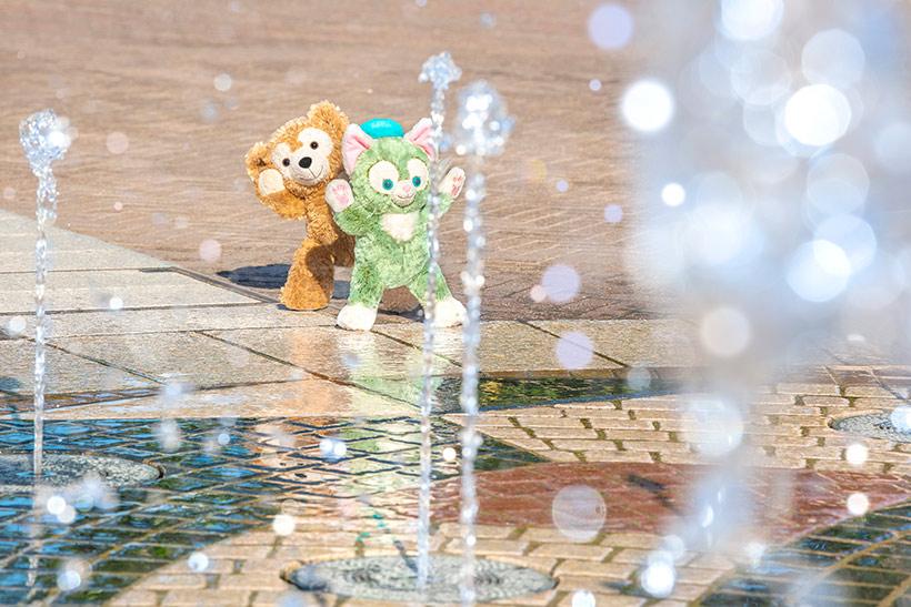 水しぶきがキラキラ光ってとってもきれい♪ダッフィーはちょっとびっくりしちゃったのかな? https://t.co/SxZNyyHONOのイメージ
