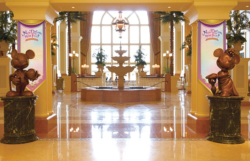\ディズニーホテルに特別なデコレーションやアイテムが登場!/東京ディズニーランドの新施設オープンを記念して、ディズニーホテルでもさまざまなプログラムでゲストのみなさんをお迎え...のイメージ