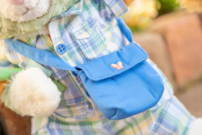 image of ジェラトーニの青いバッグや、レースのワンピースにぴったりなステラ・ルーのバッグなど、小物までこだわりいっぱい! クッキー・アンの後ろ姿もチェックしてみてくださいね。...