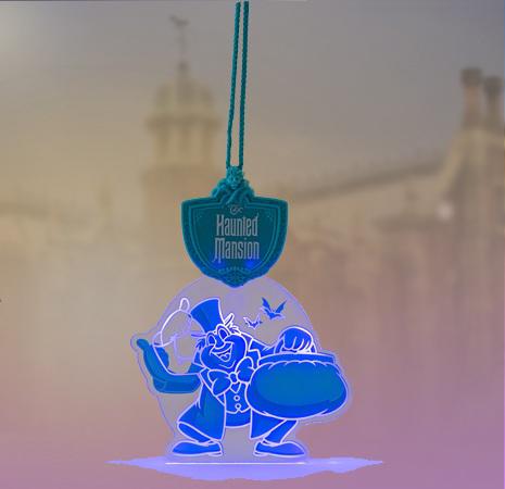 東京ディズニーランドのアトラクション「ホーンテッドマンション」に登場する、ゴーストの光るペンダント。 暗闇で妖しく光る姿は、ハロウィーンのこの時期にぴったりですね・・・!...のイメージ