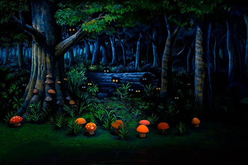 【今日は #きのこの日 】 うっそうとした森の中に生える色とりどりのきのこ。 みなさんはどこのアトラクションかわかりますか?...のイメージ